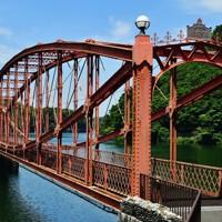 河内貯水池にかかる南河内橋。現在は市に寄贈され、その形から「めがね橋」と呼ばれて市民に愛されている=北九州市八幡東区で2020年6月16日、須賀川理撮影