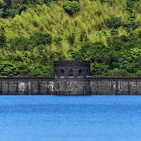 1929年に完成し、今も水をたたえる河内貯水池=北九州市八幡東区で2020年6月16日、須賀川理撮影