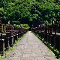 えん堤の上部は遊歩道として開放されている=北九州市八幡東区で2020年6月16日午後0時58分、須賀川理撮影