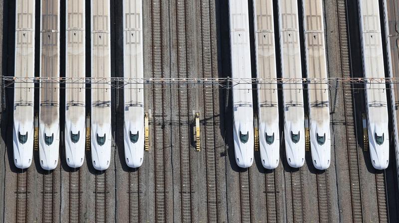 車両基地の新幹線。余剰となる車両が増えるかもしれない