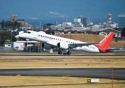 試験飛行で愛知県営名古屋空港を離陸するスペースジェットの「試験10号機」=3月18日