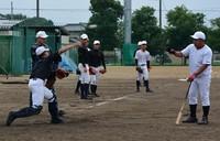 内野の守備練習に励む智弁学園=奈良県五條市で2020年7月3日、萱原健一撮影