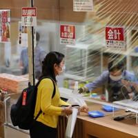 新型コロナウイルス感染防止のため、ビニールシートで覆われた売店=東京・両国国技館で2020年7月19日午後1時15分、長谷川直亮撮影