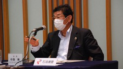 ハイオクを混合しても消費者への裏切りにはならないと語る石油連盟の杉森務会長=東京都内で2020年7月17日、川口雅浩撮影