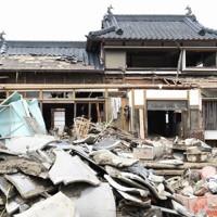 球磨川の氾濫で、一橋さんの自宅も大きな被害を受けた=人吉市中神町大柿で2020年7月12日午後2時6分、中山敦貴撮影