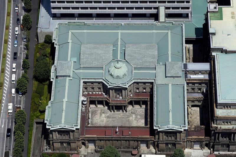 上から見ると「円」に見える日銀本店(東京日本橋本石町)。総裁は通貨円の守護役を担う(Bloomberg)