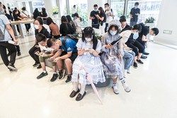 デジタルに抵抗のない世代が「安定した社会」をつくるのか (Bloomberg)