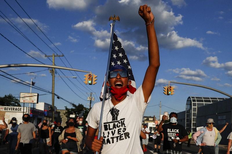 デモ 黒人 【悲報】大阪黒人デモ、何故か日本で警察を罵り日本で警察の解体を叫んでしまうwwwwwwwww