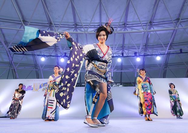 2015年に石川県で開かれた義足の女性がモデルになったファッションショー 越智貴雄さん撮影
