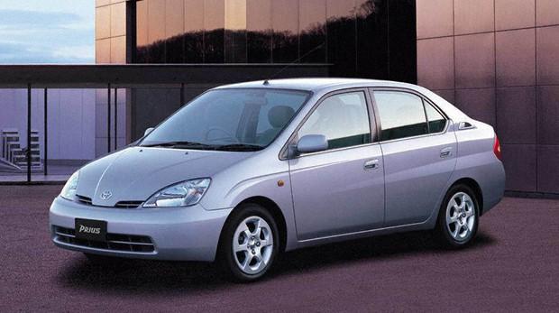 エコカーの先駆けとなったトヨタの初代プリウス