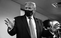 7月20日、ドナルド・トランプ氏のアカウントに投稿されたマスク姿の写真。11日の病院訪問時のものと見られる=ツイッターから