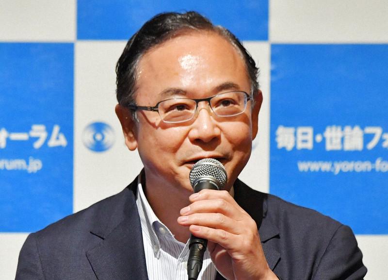 講演する前総務事務次官の桜井俊さん=福岡市中央区で2017年6月20日、森園道子撮影