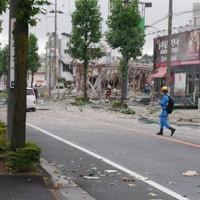 爆発で大破したとみられる店舗=福島県郡山市島2で2020年7月30日午前10時21分、笹子靖撮影