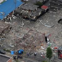 爆発事故があった飲食店=福島県郡山市で2020年7月30日午前11時13分、本社ヘリから長谷川直亮撮影