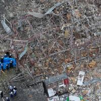 爆発事故があった飲食店=福島県郡山市で2020年7月30日午前11時19分、本社ヘリから長谷川直亮撮影