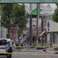爆発で物が散乱した現場=福島県郡山市で2020年7月30日午後1時44分、和田大典撮影
