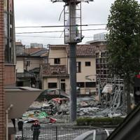 爆発で物が散乱した現場=福島県郡山市で2020年7月30日午後0時35分、和田大典撮影