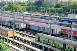 インド鉄道は2023年から一部に民営列車を導入する (Bloomberg)