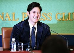 記者会見で笑顔を見せる大谷翔平選手=東京都千代田区の日本記者クラブで2018年11月22日午前10時14分、竹内紀臣撮影