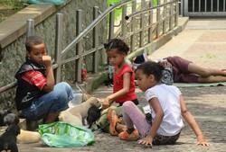 ブラジル・サンパウロの広場の子供たち。ブラジルでは感染が拡大している=2018年1月10日、筆者撮影