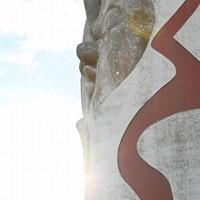 ドライブインシアターが開催された万博記念公園の太陽の塔=大阪府吹田市で2020年8月1日午後5時44分、山崎一輝撮影
