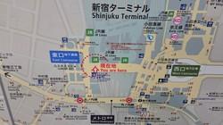 JR新宿駅東口の地下街と西口地下広場をまっすぐ結ぶ「東西自由通路」