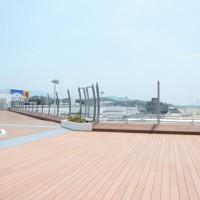 福岡空港の展望デッキ=福岡市博多区で2020年8月5日、石田宗久撮影