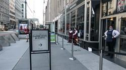 営業が再開されたエンパイアステートビルの入り口 筆者撮影