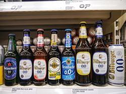スーパーの棚にもノンアルコールビールがずらり 筆者撮影