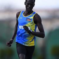練習で走り込みに励むグエム・アブラハム選手=前橋市で2019年12月18日、久保玲撮影