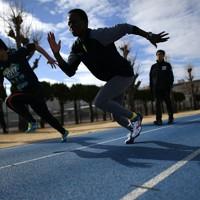 練習を通じて仲良くなった平沢絵美さん(左)とトレーニングに励むモリス・ルシア選手=前橋市で2020年2月12日、久保玲撮影