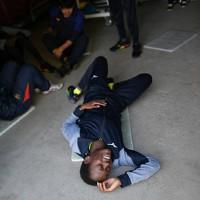 筋力トレーニングのつらさに苦笑するモリス・ルシア選手=前橋市で2020年2月12日、久保玲撮影