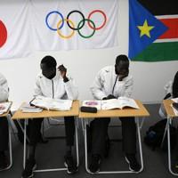 週4日通う日本語学校で勉強する選手たち=前橋市で2020年2月14日、久保玲撮影
