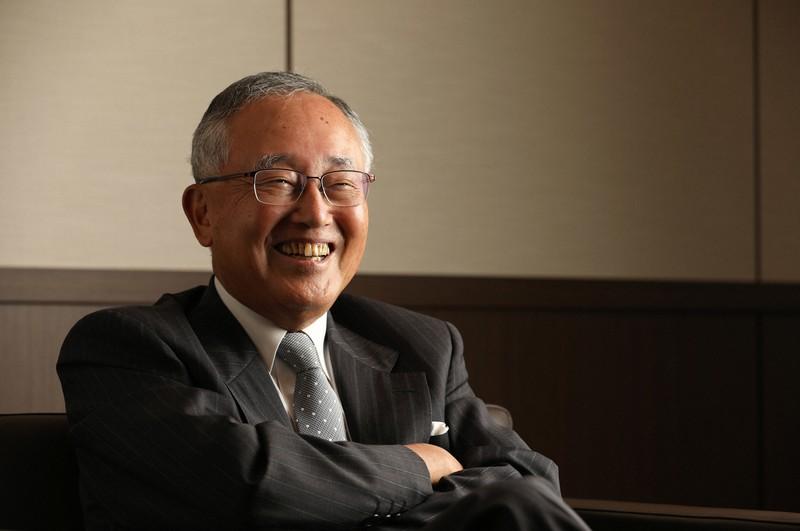 インタビューに答えるオリックスの宮内義彦シニア・チェアマン=東京都港区で2020年7月31日、小川昌宏撮影