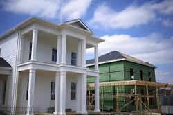 コロナ禍でも高値の米国の新築戸建て住宅(Bloomberg)