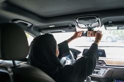 解禁から2年、女性が運転する姿がようやく日常的なものに (Bloomberg)