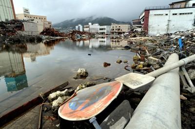 被災地を襲った台風12号による大雨で冠水した市街地=岩手県大船渡市で2011年9月3日午後2時40分、貝塚太一撮影