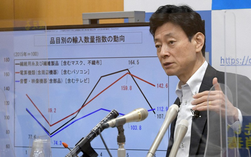 4~6月期GDPついて記者会見する西村康稔経済再生担当相=2020年8月17日、竹内幹撮影