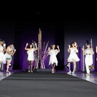 ステージに立つ義足のモデルたち=東京都港区で2020年8月25日午後8時35分、幾島健太郎撮影