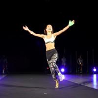 スポーツ仕様の義足で走りを披露するアスリートのモデルたち=東京都港区で2020年8月25日午後8時12分、幾島健太郎撮影