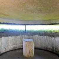 大島砲台の観測所の内部。開口部から海を見渡せる=福岡県宗像市で2020年8月16日、森園道子撮影