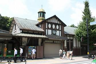 解体が始まった原宿駅の旧駅舎=記事中の写真はすべて筆者提供