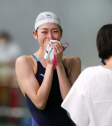 Rikako Ikee rejoices after her race at Tokyo Tatsumi International Swimming Center on Aug. 29, 2020.  (Pool Photo)