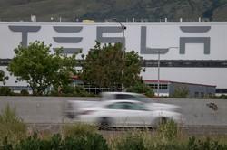 時価総額でトヨタを抜いたテスラ(Bloomberg)