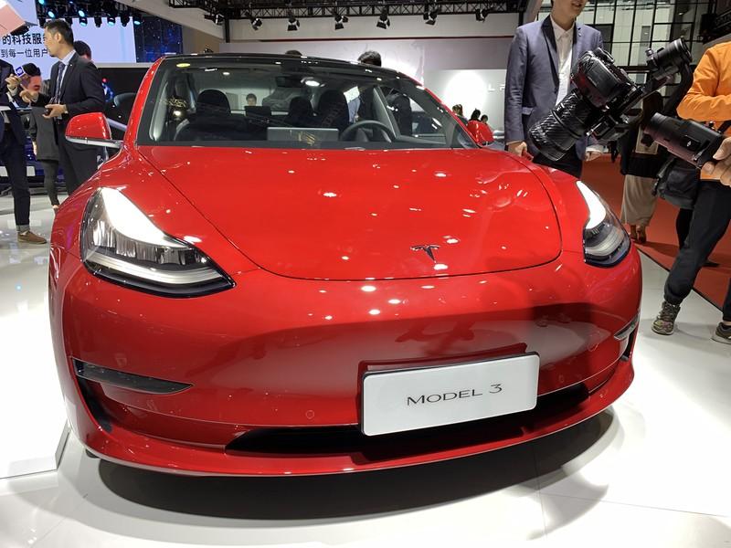 中国のEV自動車シェアトップを独走するテスラ「モデル3」(筆者撮影)