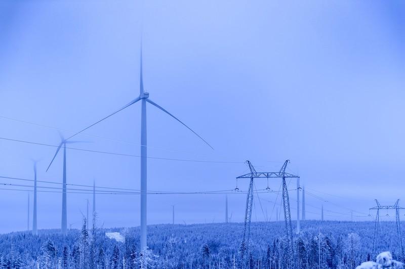 スウェーデンではCO₂の排出削減と経済成長を両立している(Bloomberg)