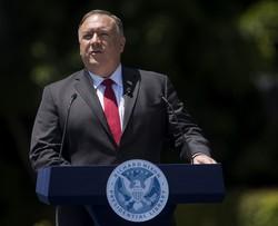 中国への関与政策からの決別を宣言するポンペオ米国務長官(Bloomberg)