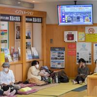 道の駅の休憩コーナーに開設された避難所で過ごす人たち=長崎県佐世保市で2020年9月6日午後1時50分、津村豊和撮影