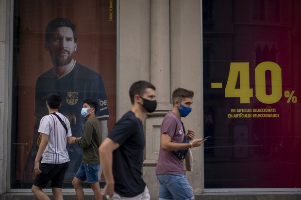Soccer Barcelona Fans Relieved After Messi Says He Will Stay The Mainichi