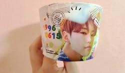 カップホルダーを利用したセンイル広告=ソウルで2020年9月2日、日下部元美撮影